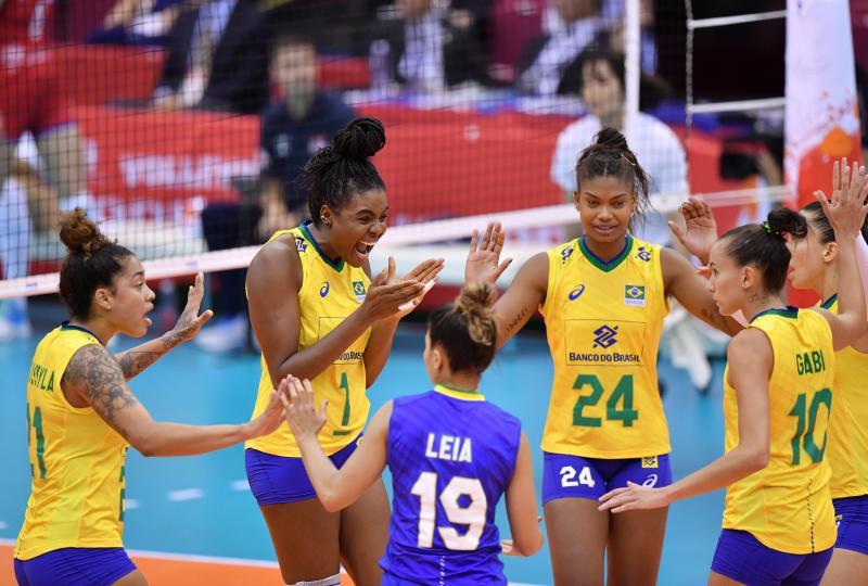 Confira fotos de Brasil x Sérvia no feminina de vôlei
