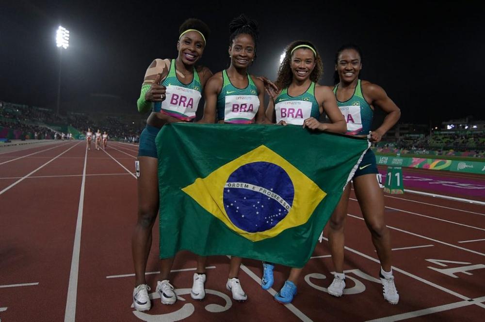 Brasil vence dois ouros no revezamento 4x100m de atletismo
