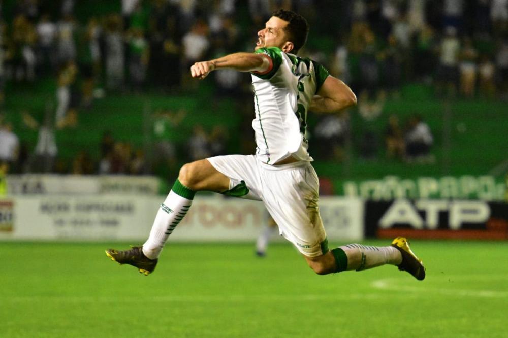 Após marcar gol de falta que deixou o Juventude próximo da final da Série C, Eltinho adota cautela para partida de volta