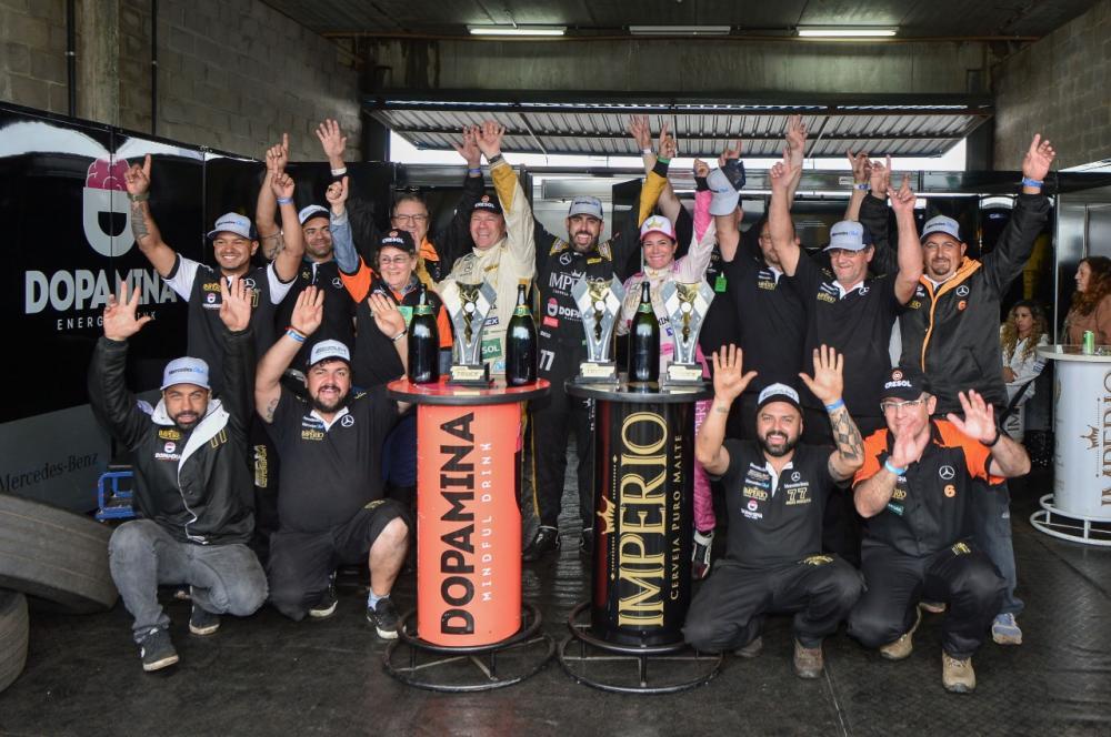 Equipe celebrou os três pódios e recuperação no campeonato. Crédito: Rodrigo Ruiz/RR Media