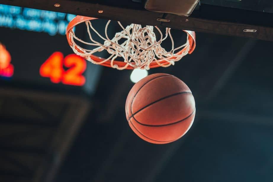 Confira os 10 melhores desempenhos de novatos na NBA. (Crédito: iStock)
