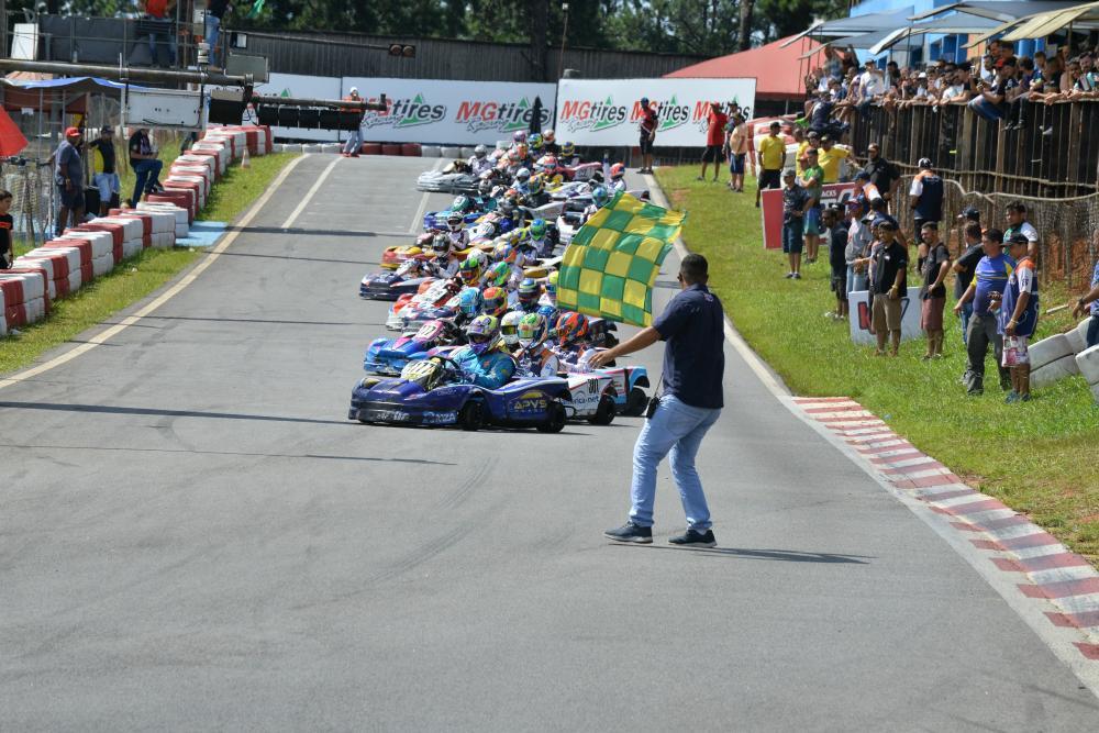 Largada da categoria Pró-500 na Copa São Paulo de Kart (Pedro Bragança/RF1)