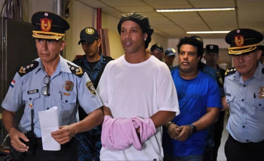 Justiça do Paraguai determina prisão domiciliar para Ronaldinho Gaúcho