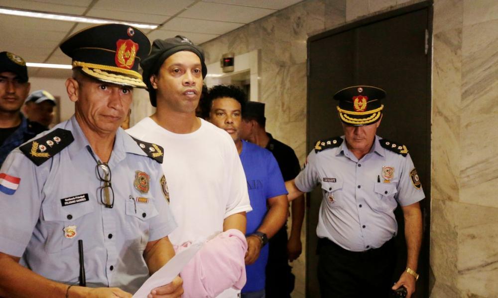 Em primeira entrevista desde prisão, Ronaldinho fala em surpresa