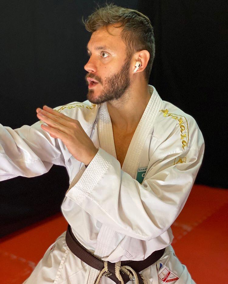 Carateca bicampeão mundial, Douglas Brose desenvolve sistema de treinamentos online durante a quarentena