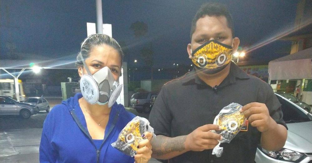 Torcida do Amazonas FC doa máscaras a profissionais da saúde da saúde no Hospital