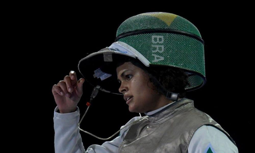 Esgrimista Bia Bulcão celebra definição sobre corrida olímpica