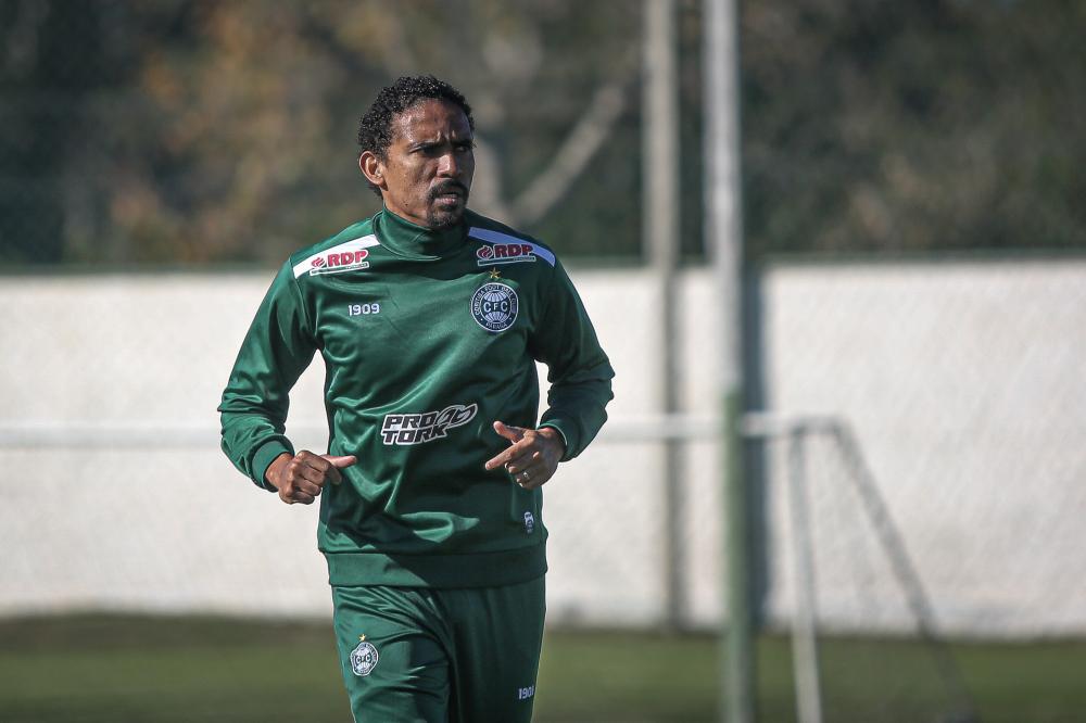 De contrato renovado, Rafael Lima planeja sequência da temporada pelo Coritiba