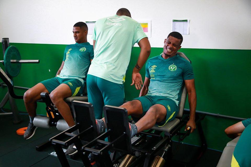 Joílson comemora volta aos treinamentos na Chape e mira duelo contra o Avaí pelo estadual