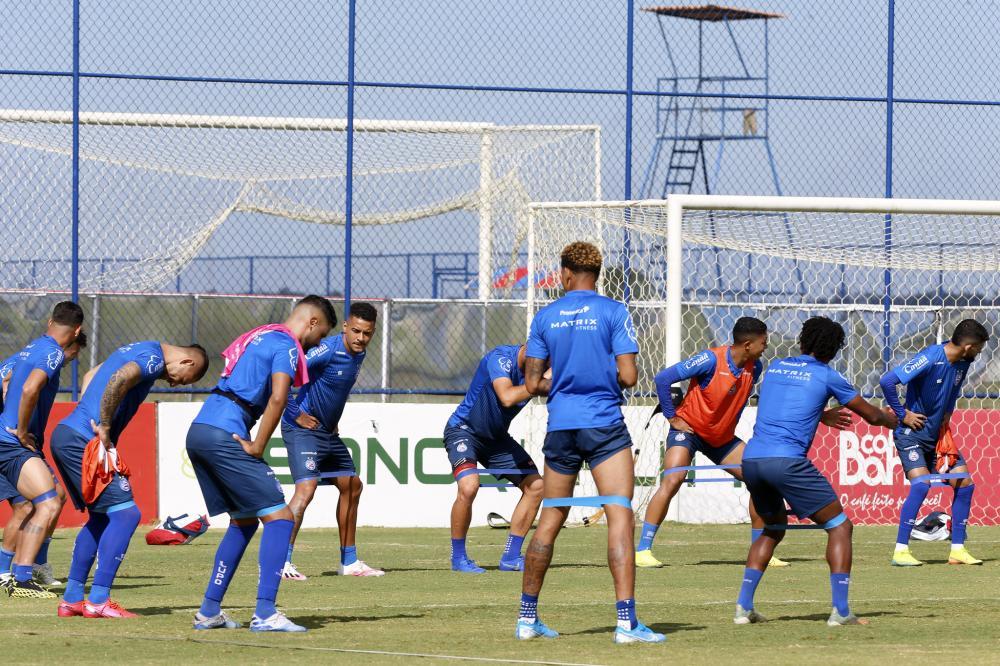 Após retornar a Salvador, Roger Machado comanda atividades de posse de bola e finalizações
